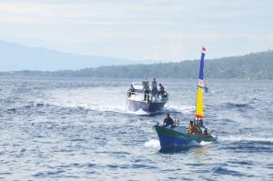 Salah satu perserta lomba perahu tradisional